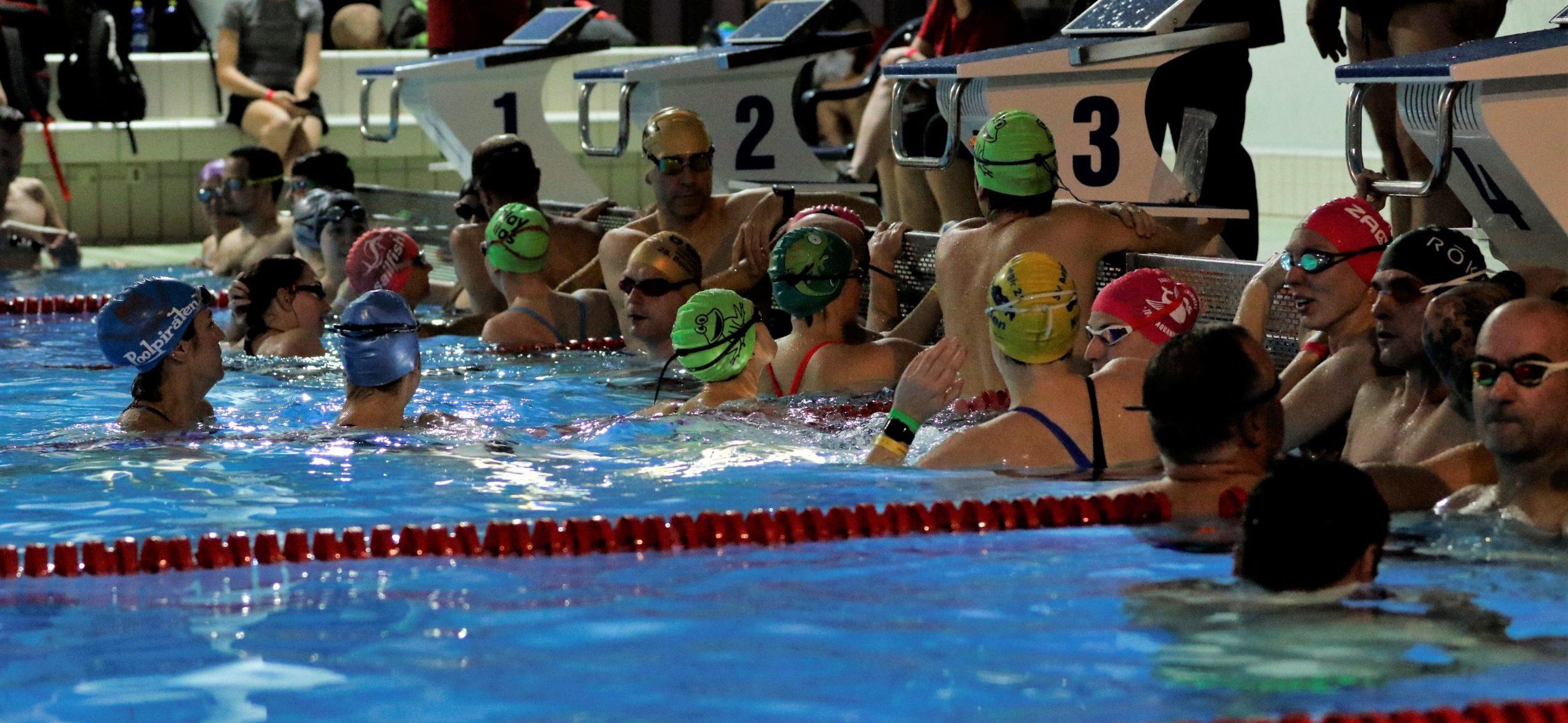 100x100m Schwimmen